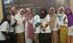 Bersama Mak Mira Sahid -Founder KEB- usai Bincang Budaya di Pekalongan