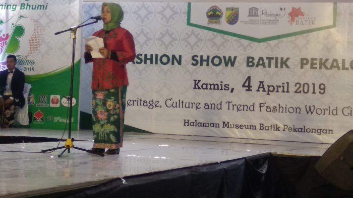 Pembukaan Fashion Show Batik Pekalongan dalam rangka Hari Jadi Kota Pekalongan ke-113