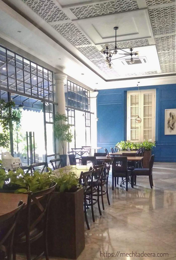 Ruang resto di Rosti Resto & Cafe Semarang