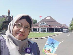 Di depan Pendopo Kab Batang