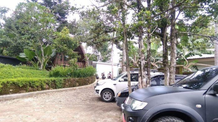 Parkir di Ndoro Gomplong