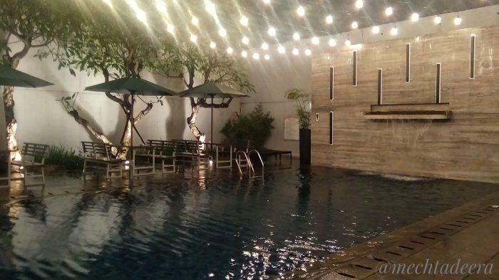 Malam di kolam renang Horison Pekalongan
