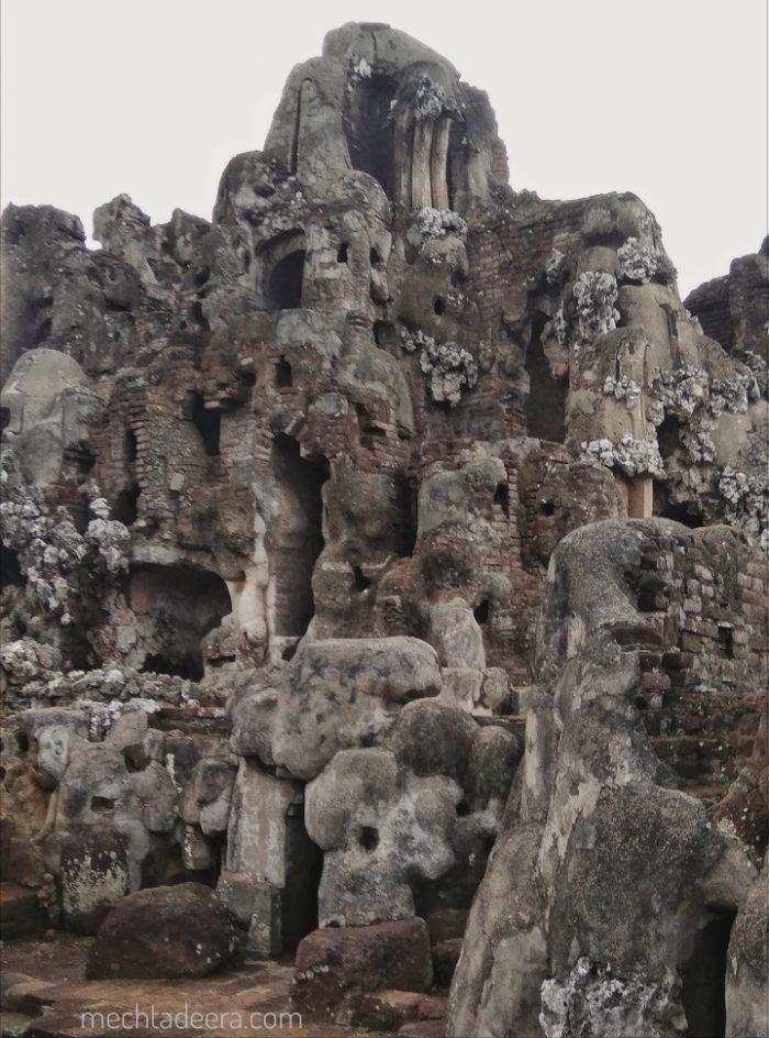 Batu karang di Goa Sunyaragi