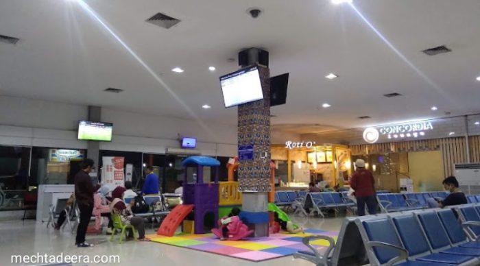 Ruang Tunggu Bandara Adisucipto