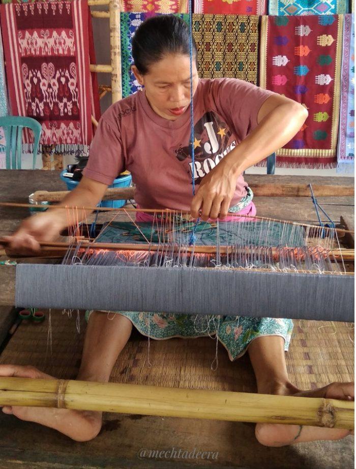Penenun di Sukarara