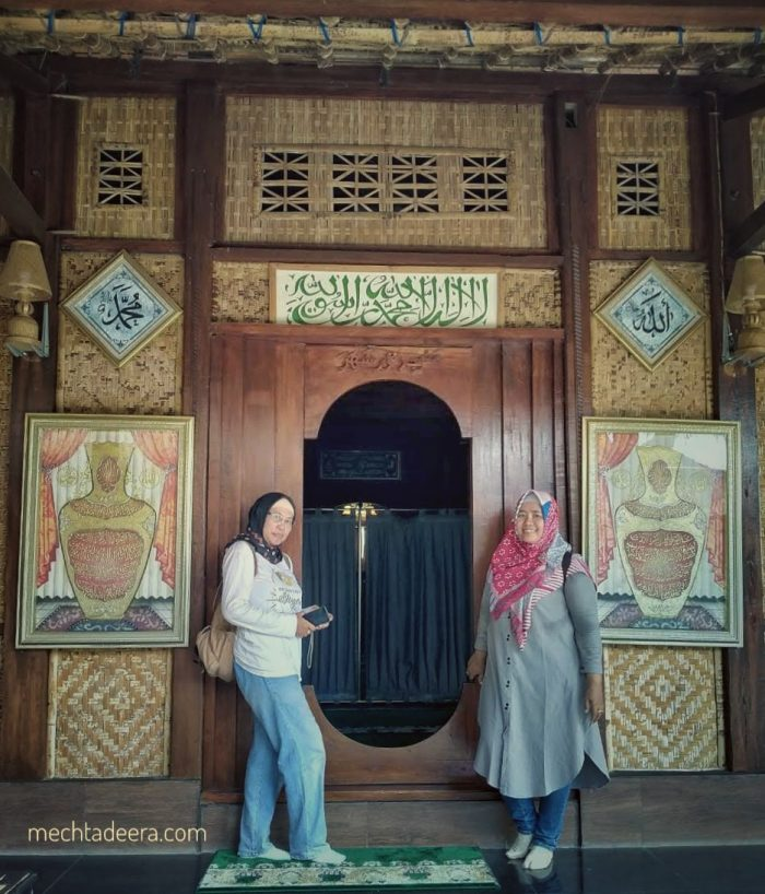 Di Pintu Masjid Nur Syahada