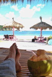 Santai di Pantai Tanjung Aan Lombok