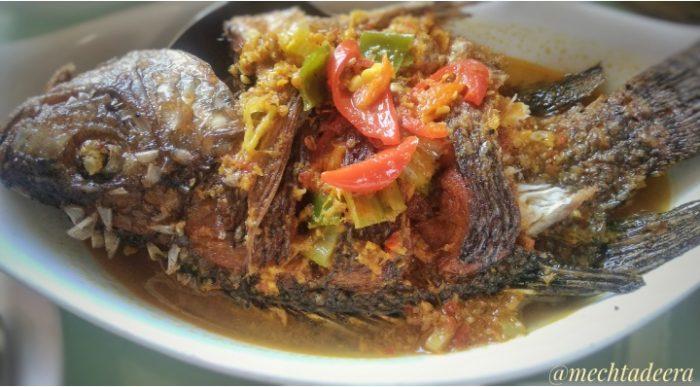 Ikan bumbu kuning khas Lombok