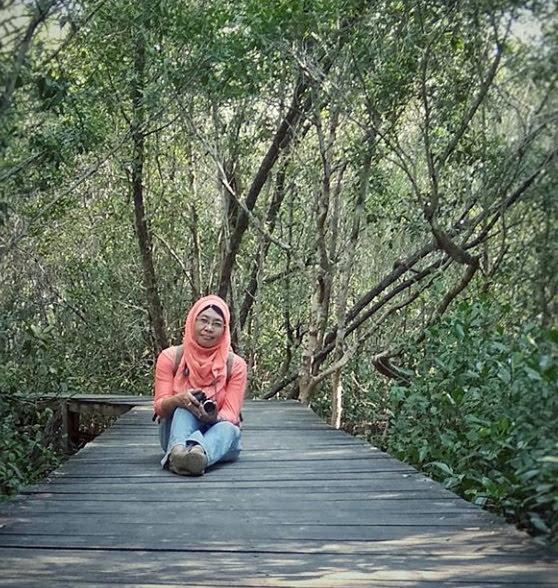Di Hutan Mangrove Karimunjawa