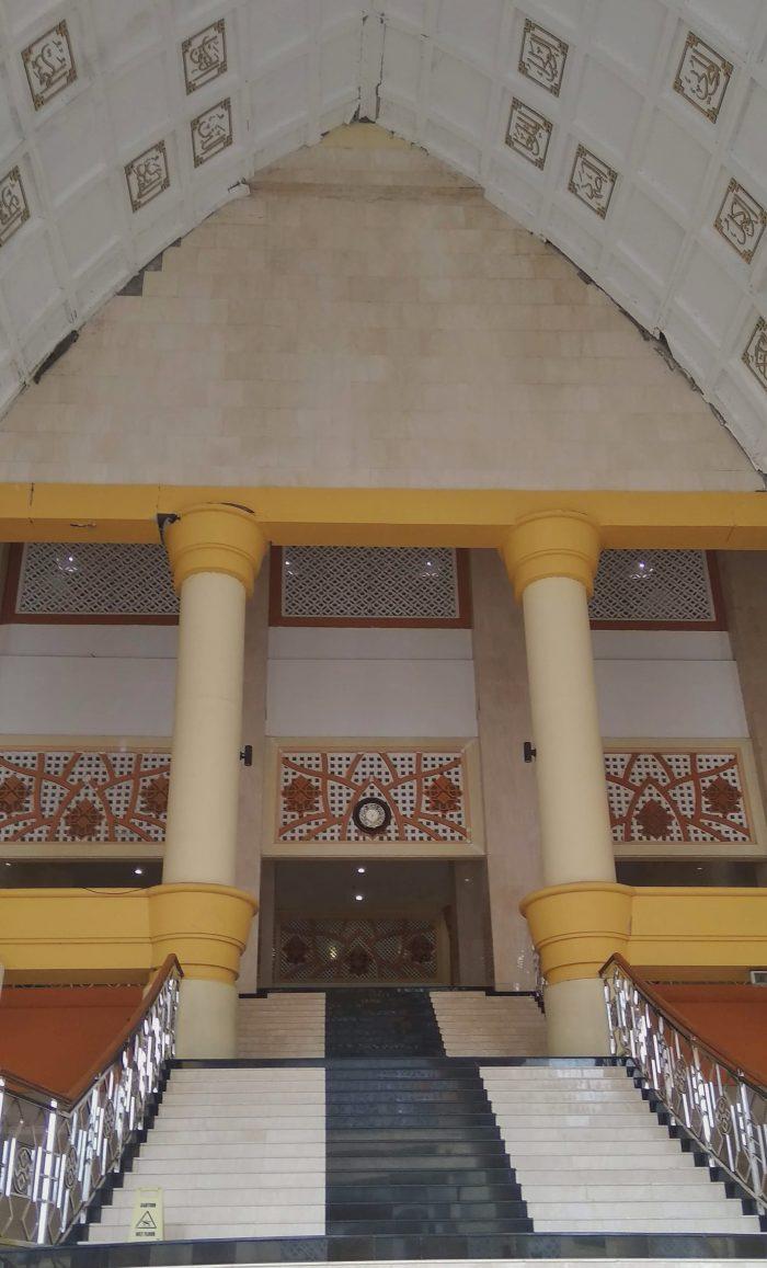 Tangga Masjid Hubbul Wathan Mataram